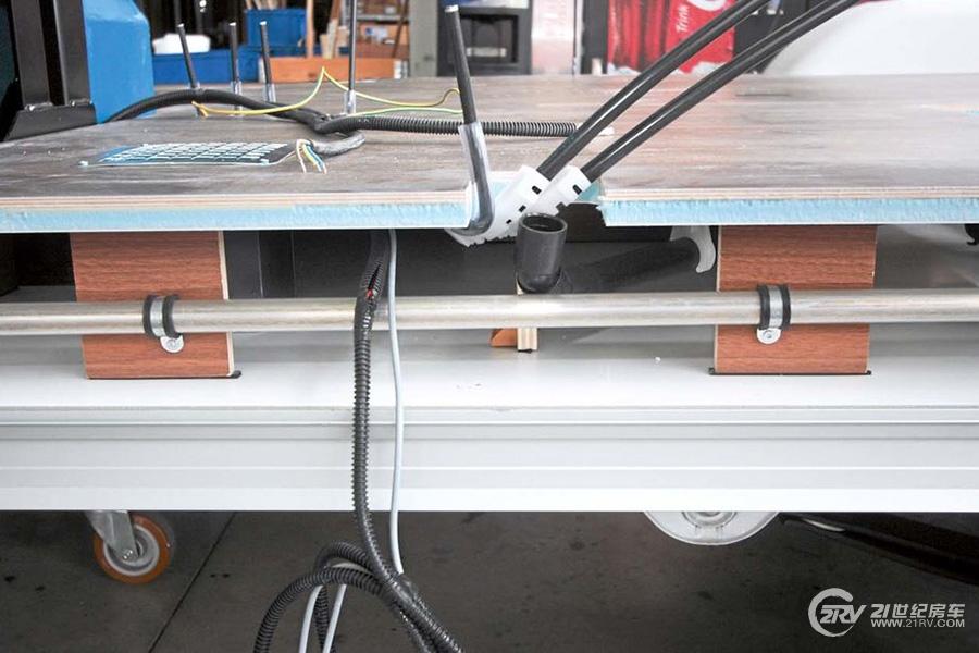 Der-Doppelboden-von-Eura-Mobil-besteht-aus-Sperrholz-XPS-und-Aluminium--169FullWidth-43ac53fb-1018353.jpg