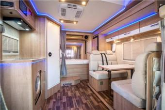 进口依维柯双拓展C型房车,配置齐全睡6人,带洗衣机,大冰箱、太阳能