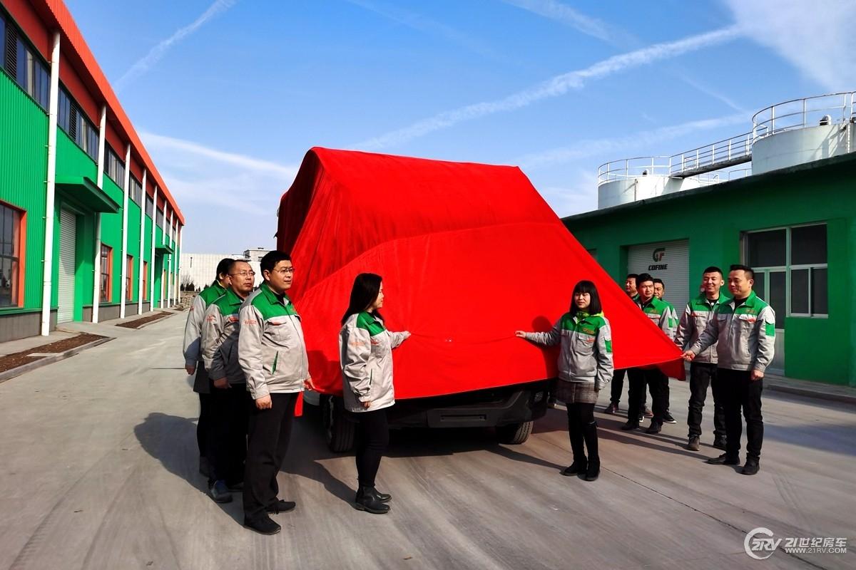 标配620Ah锂电600W太阳能!科发雪豹双拓展房车正式下线