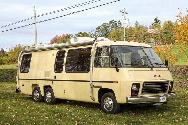 43年前的三轴GMC房车经过车主简单的改造之后.....