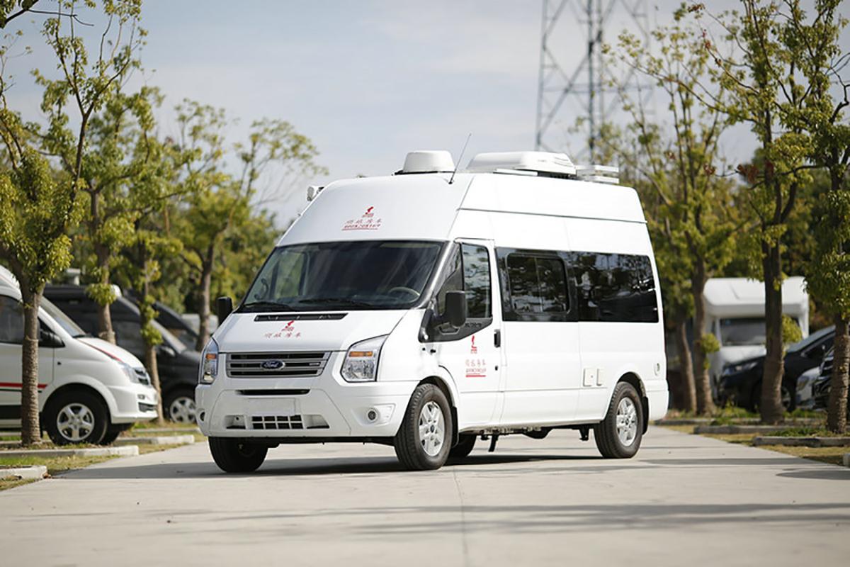 卧铺采用上下折叠床设计 顺旅福特全顺新世代臻途B型房车起售43.8万
