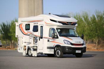双拓展布局+超大贯通式储物舱起售62.8万元! 金冠格林卡诺F329D房车正式上市