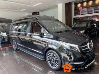 奔驰V260新款造型更具战斗感!配40寸影音+全景天窗,上路赚足眼球!