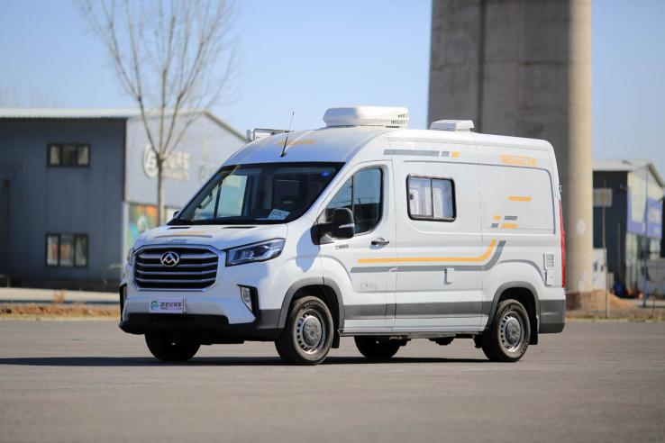 标配400Ah电瓶/新底盘厂家再发力 全面升级卫航大通V90房车实拍