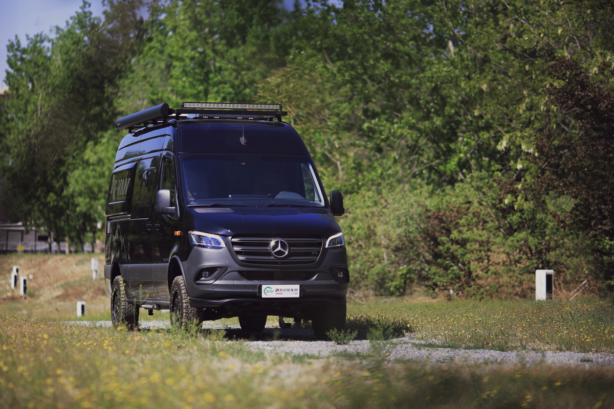 感受人民币的香气 国内仅1台现车 内外兼修的梅赛德斯奔驰 X-VAN越野房车