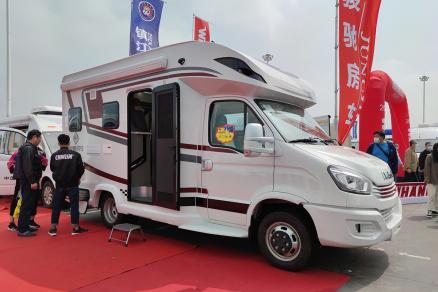 中西结合?售52.8万 骏驰依维柯T型房车南京购车节首发
