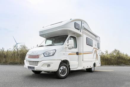 融入北欧设计元素 铂驰旅行家双拓旗舰版58.8万元起售