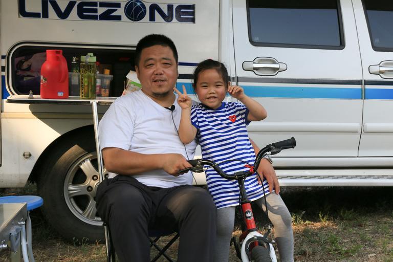 退伍军人为上京牌匆忙买房车,带父亲和闺女两年走了4万公里