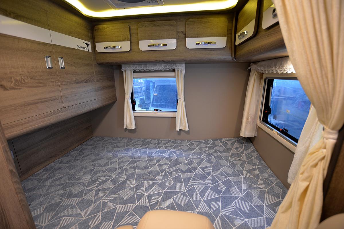 30室内横床宽1400长1900、两个推窗.jpg