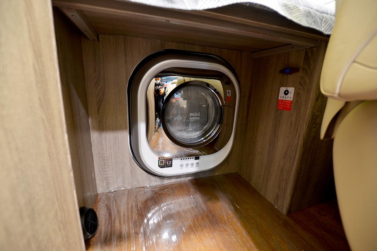 31室内横床下文洗衣机.jpg