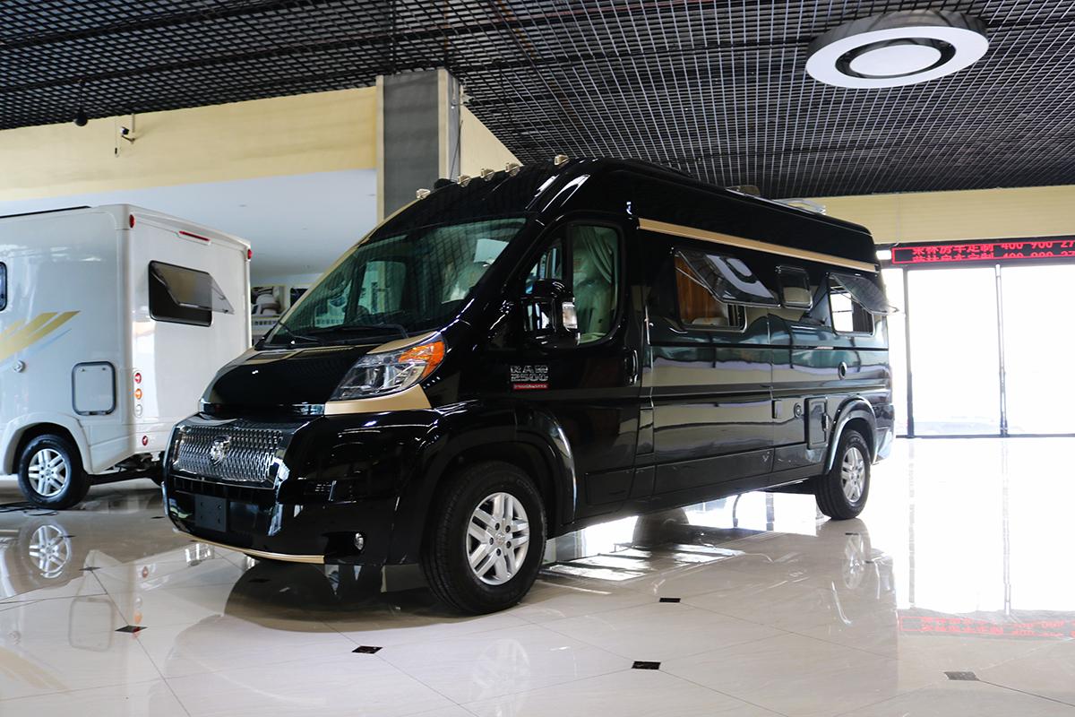 8月14-16日南京房车博览会:荣冶林道奇B型参展