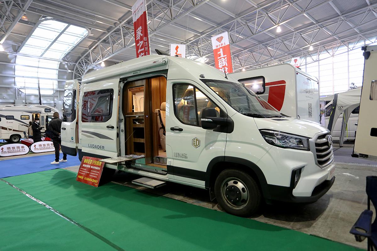 36.8万元起 鲁道尔V90炫颜版房车亮相上海展