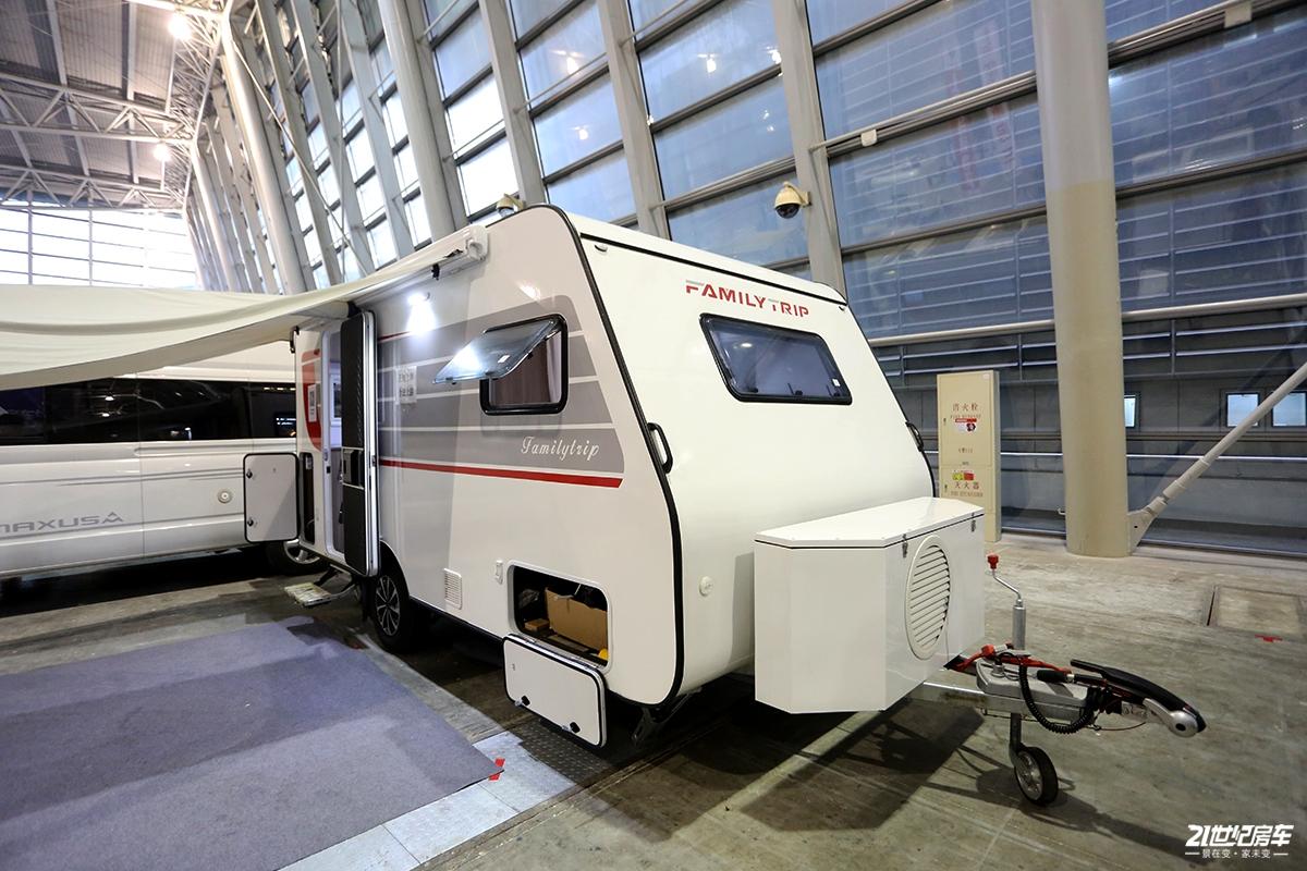 售价区间7.98-13.98万元 家之旅460拖挂房车亮相上海展