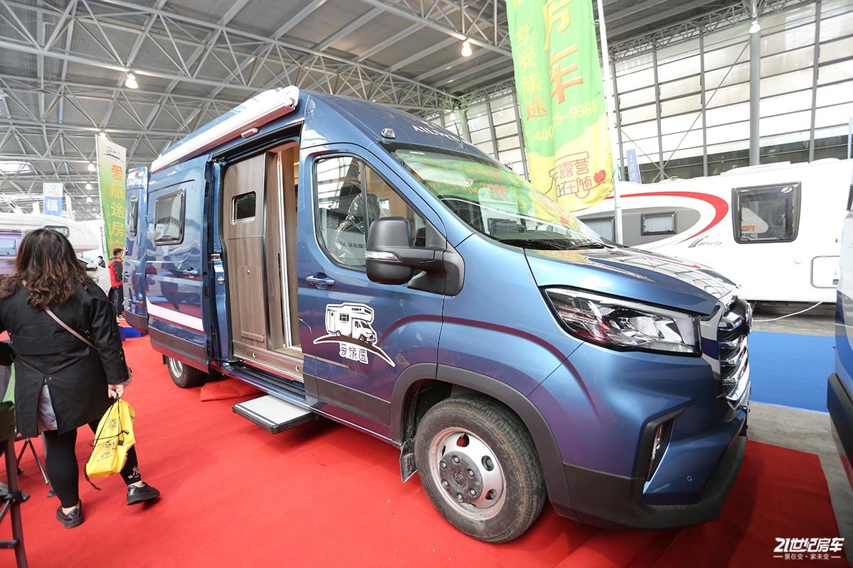 36.8万元起 爱旅途2020款大通V90B型房车亮相上海展