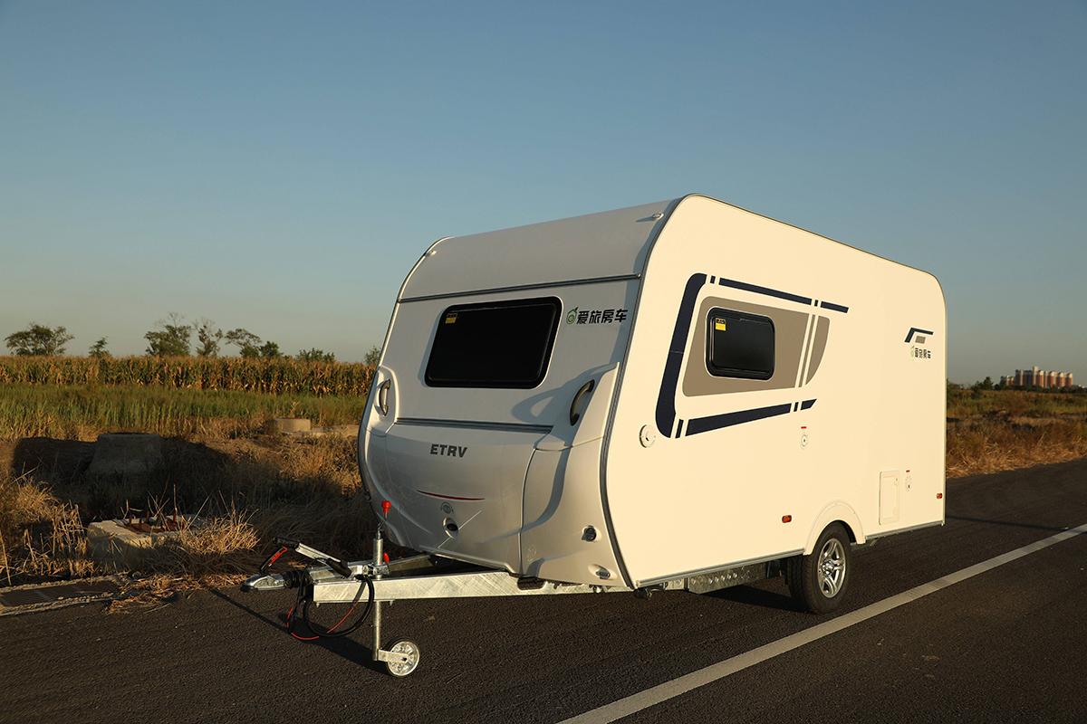 不到10万即可享受四口之家的完美旅行 爱旅420拖挂房车