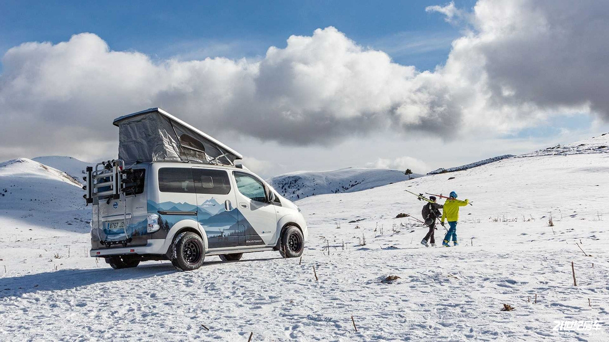 nissan-e-nv200-winter-camper-concept (2).jpg