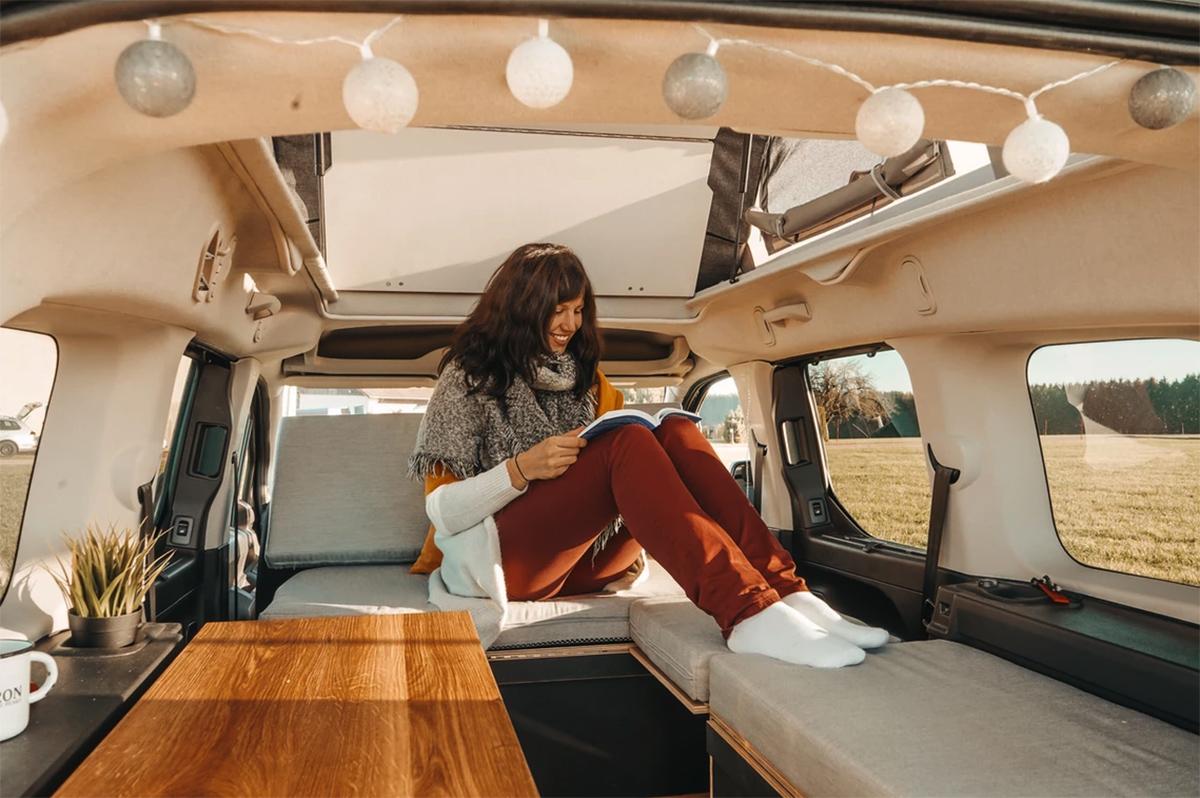 比床车好用比房车便宜!可坐5-7人车内全部模块化设计