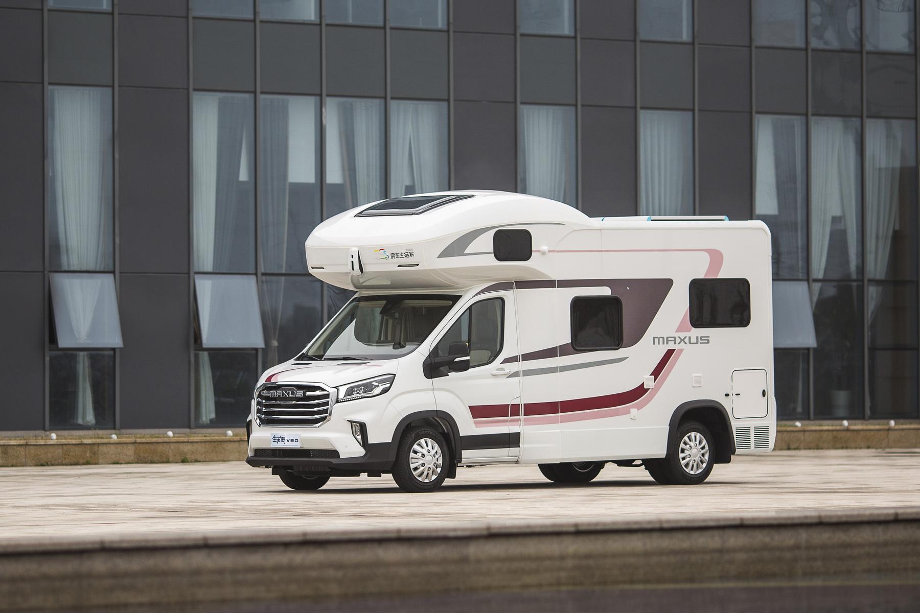 带沙发和大双人床,智能房车先驱,实拍上汽大通MAXUS生活家V90纵床