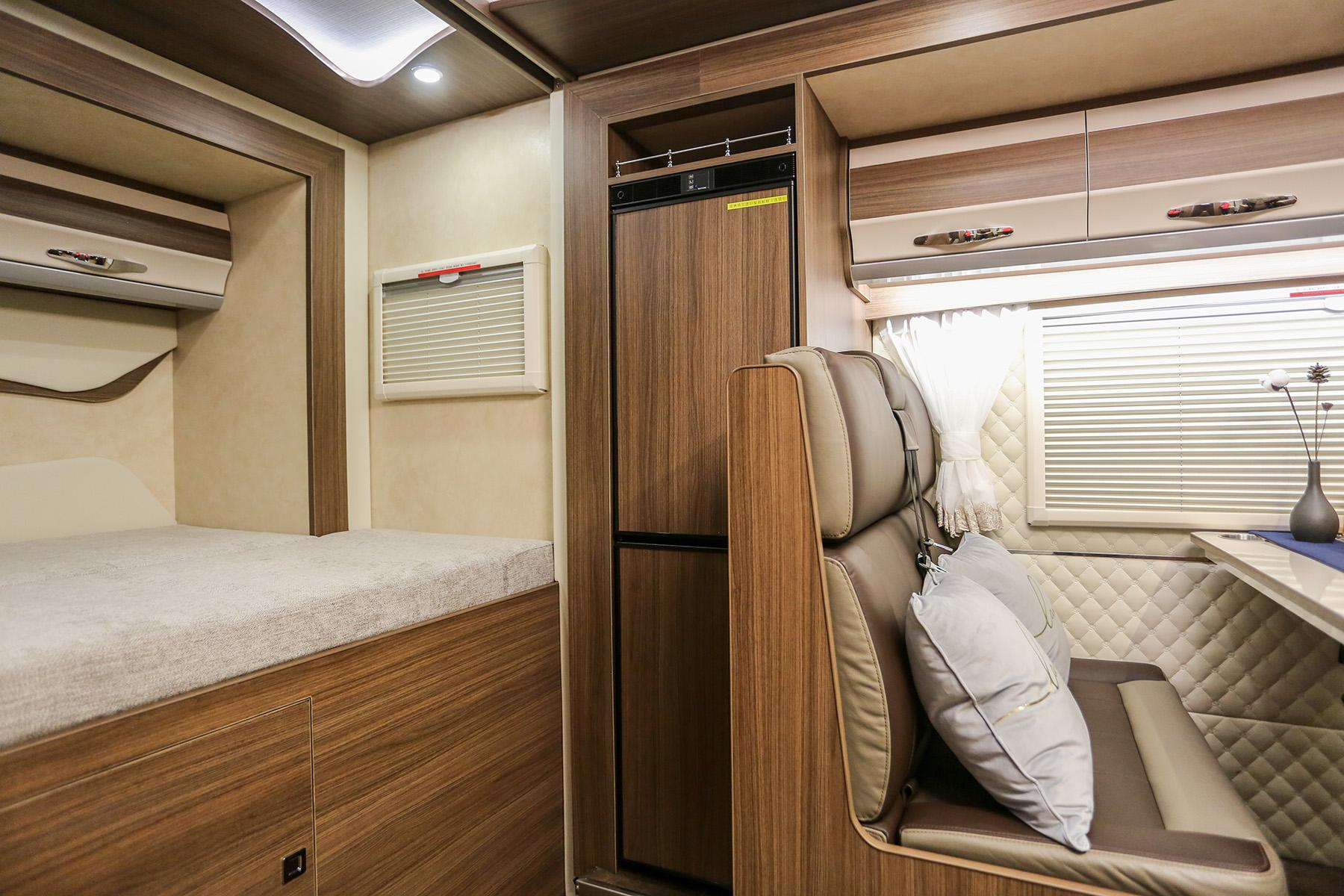 据说高端房车喜欢用这款冰箱!实拍赛特福德T1156冰箱