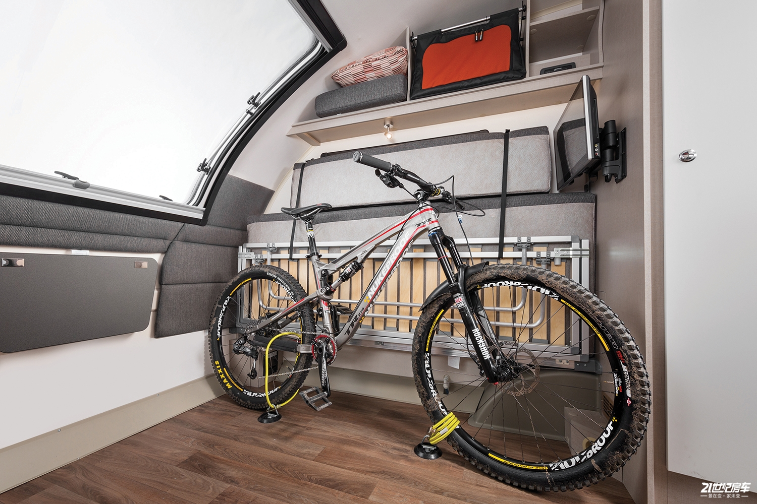 int-basecamp-2-front-lounge-with-bikes-rgb.jpg
