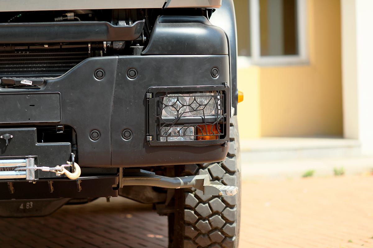 荒野求生之钢铁巨兽  新重汽曼恩4×4重型越野房车强势袭来