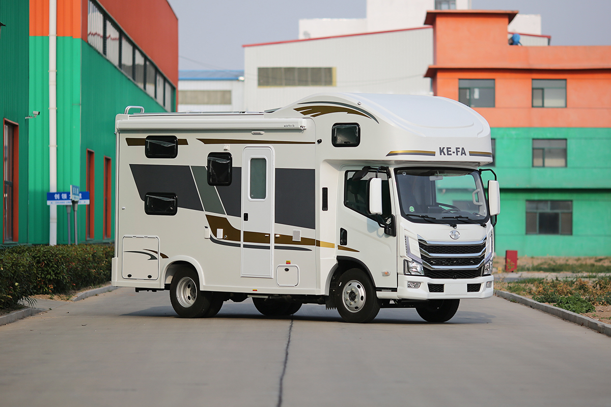 30多万买平头大额头轻卡房车,科发北极熊H300怎么样?