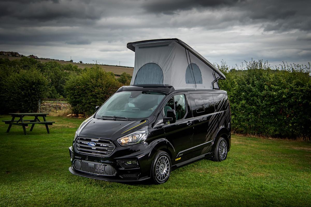 打个样?全身黑化运动套件,这样改装的福特房车够酷炫!