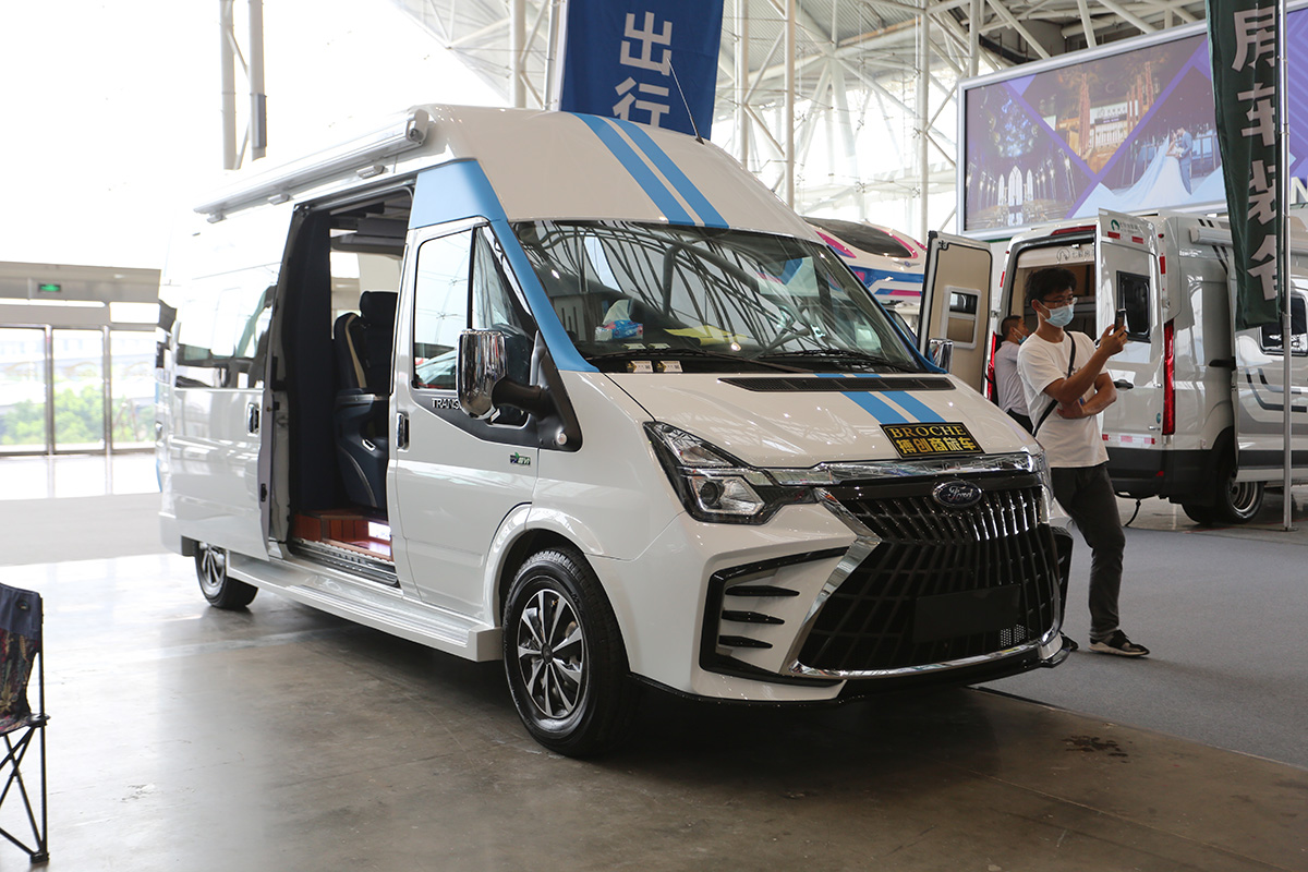 南京车展搏创推新世代Pro商旅车,不到45万,还要什么GL8!