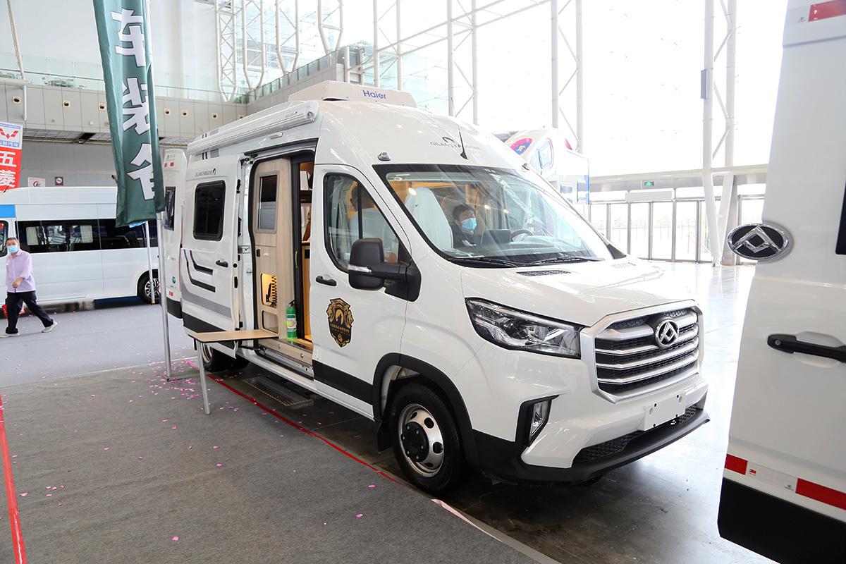 标配400Ah锂电,2.0T柴油动力配6AT变速箱,七狼V90房车33.8万