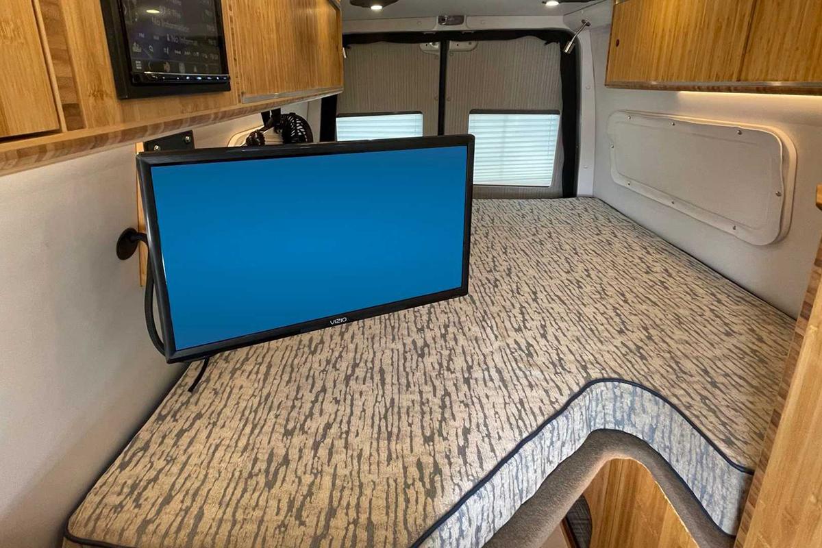 mercedes-sprinter-4x4-camper-by-creative-mobile-interiors-interior.jpg