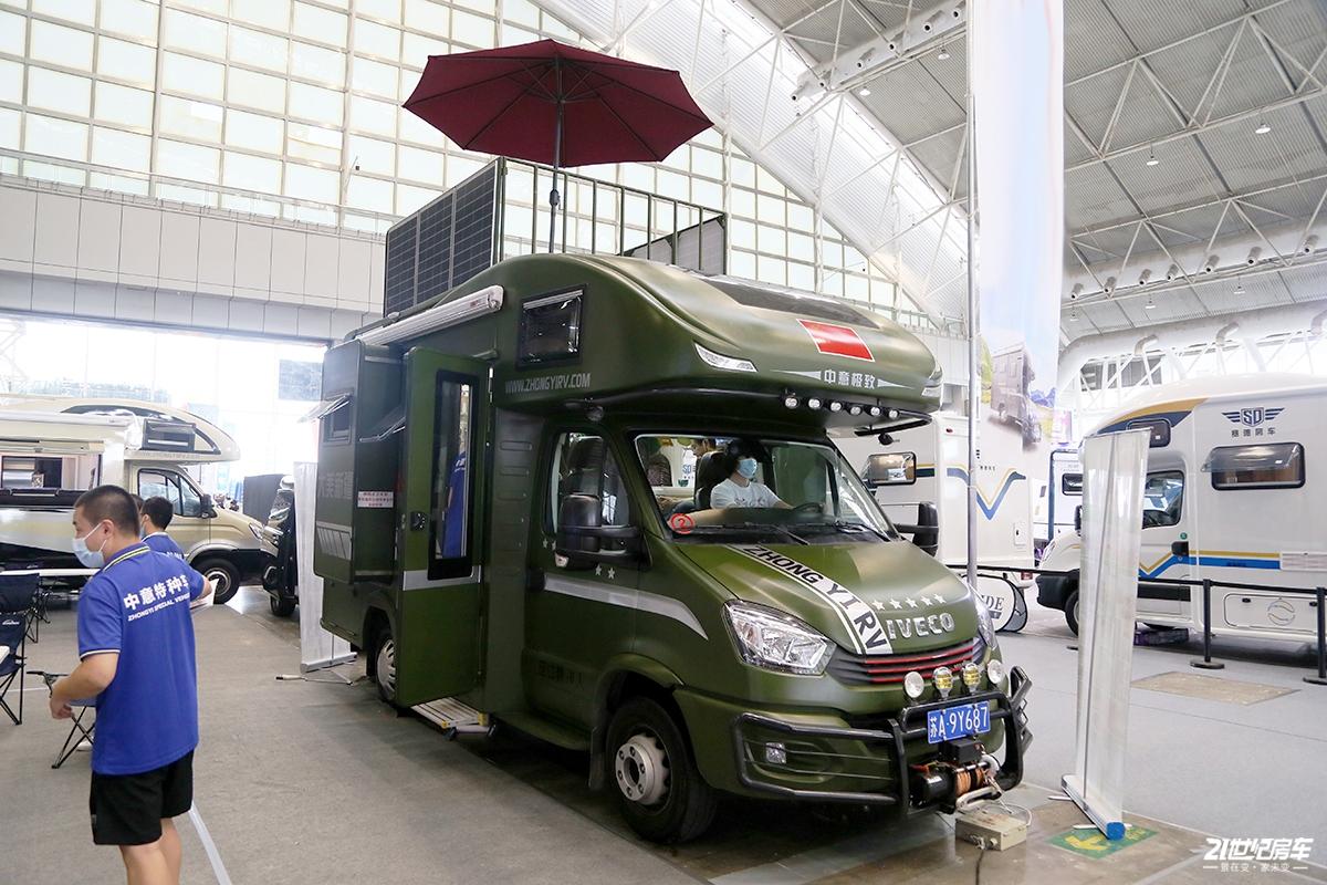 专利伸缩卫生间+车顶露台设计 6.5吨大承载底盘的中意房车
