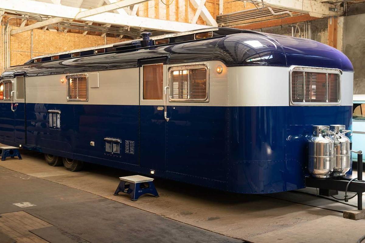 1950年超10米的拖挂房车,不惜成本翻新,竟然卖到了136万!