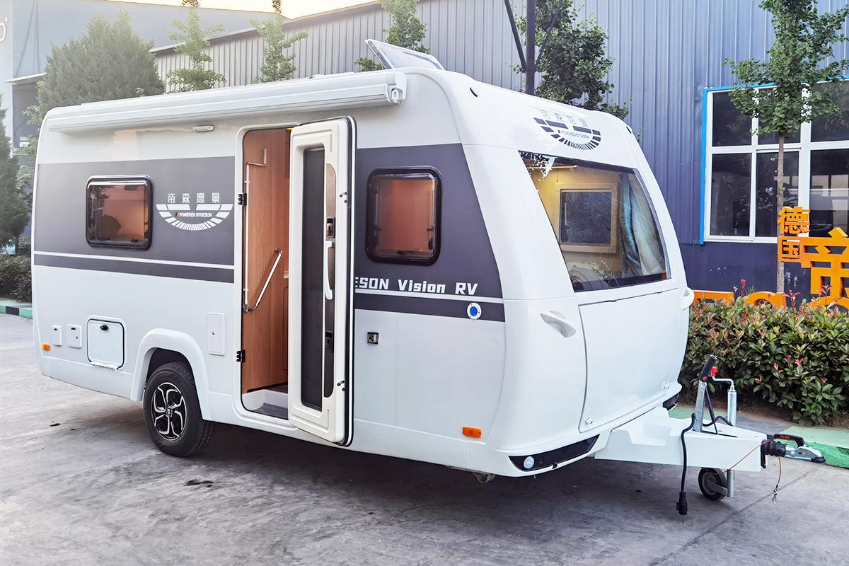 玻璃钢车身,超大前车窗,澳洲胡桃木内饰风格的帝森愿景480拖挂房车