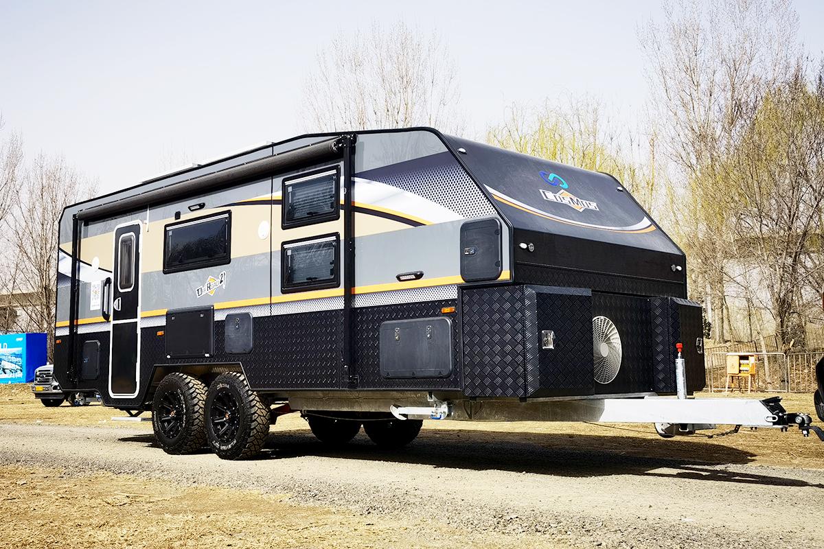 双轴独立悬挂+干湿分离卫生间,这款科斯大黑牛越野拖挂房车配置太豪华