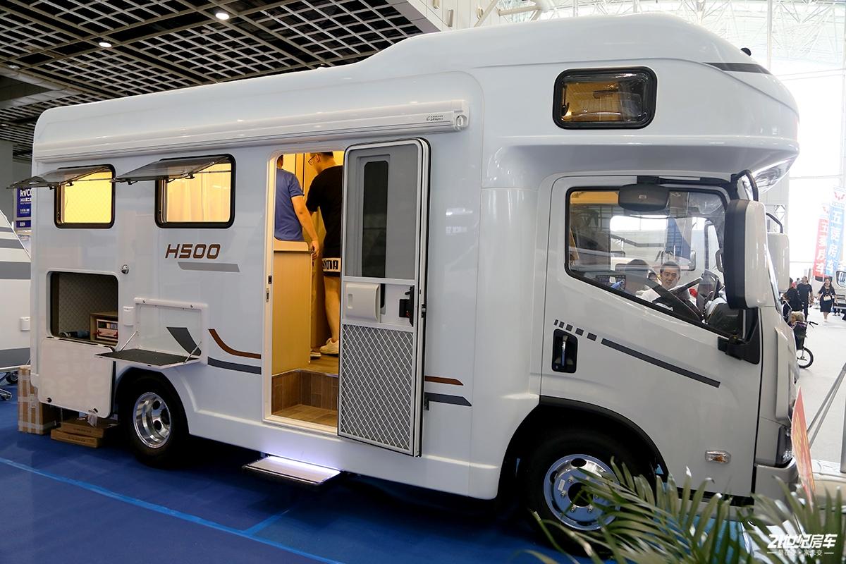 29.8万元就能拥有大水大电大空间的智能房车 汇斯诚上汽H500房车