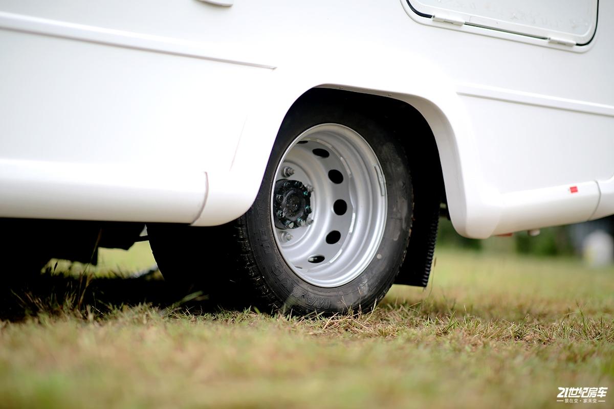 10 轮胎.jpg